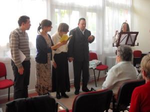 A közös éneklést Kis Mónika hegedűművész kíséri
