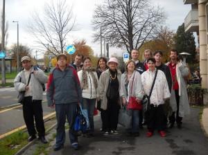 Hát, ilyen egy csapat, a jól végzett, sikeres munka után! :) Pedig nagyon korán keltünk, sokat utaztunk. De ez a vidám, aktív csapat még városnéző körútra is indult. Ezt nem lehet kihagyni! :) Ha már Sopronban vagyunk!