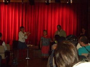 Egy kis jelenet is bekerült a Tárt Kapu Színház meglepetés-csokrába Szolcsánszkyné Margitkának és Szőke Ferencnek köszönhetően